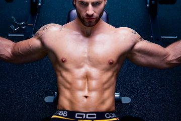 Daniel-at-the-gym-Alexander-COBB-underwear-01