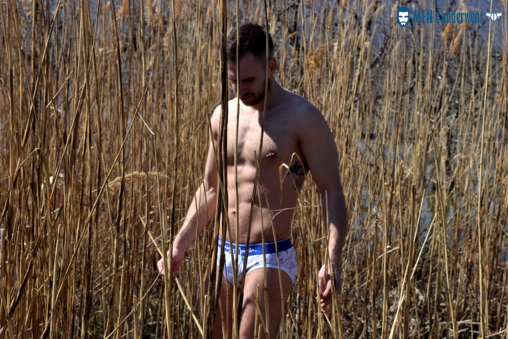 Stathis Kapravelos - Men and Underwear - Walking Jack